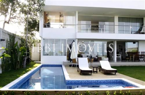 Beautiful 3 Bedroom Home Front-Sea