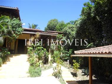2 houses in great location in Arraial