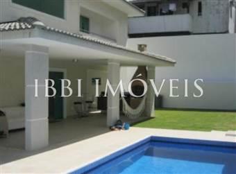 Linda casa com piscina em Lauro de Freitas