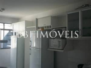 4 bedrooms 1 bathroom in Victoria