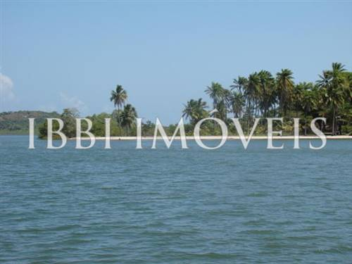 Incrível ilha na Baía de Camamú