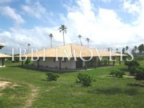 Casa de Praia com 3 Suítes e Piscina