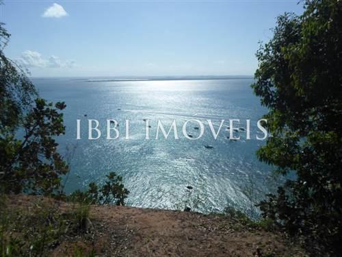 Gran comercial terrestre con impresionantes vistas Al Mar