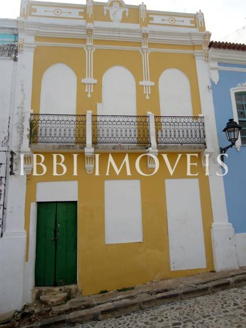 Commercial Property Overlooking The Baía de Todos os Santos