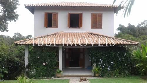 Linda Casa Em Bairro Arborizado.